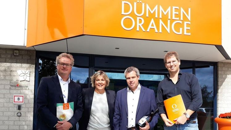 Edwin van den Nieuwendijk (Sales Manager Bremkens) Noelia Mansilla (SVP Commercial Operations EMEA Dümmen Orange) Christian Bremkens (MD Bremkens), Maurice van Leeuwen (IPT Leader Tropicals Dümmen Orange). Bild: Dümmen Orange.