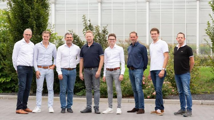 Das Management-Team der Genossenschaft Kreling-Chrysanthemen: (vlnr) Jan Kreling, Henry Satter, Boudewijn van de Wal (vz. und Finanzen), Anne Fortune, Arné Kreling, Gijbert Kreling, Koen Kreling und Peter Murray (Verkäufer). Bild: Kreling Chrysanten.