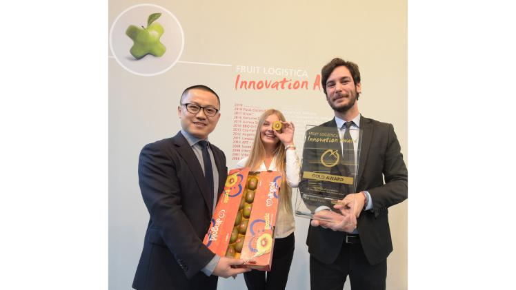 Harry Xu, General Manager Jingold; Frederico Milanese, International Development Manager, Jingold; Madlen Miserius, Senior Product Manager, FRUIT LOGISTICA. Bild: FRUIT LOGISTICA.