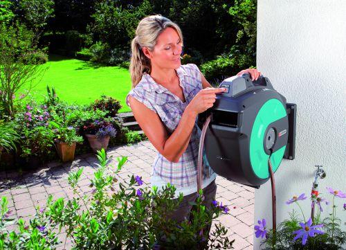 gardena wand schlauchboxen mit accu power. Black Bedroom Furniture Sets. Home Design Ideas